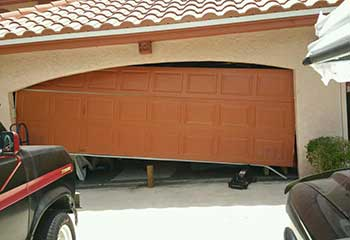 Garage Door Off Track | Staten Island